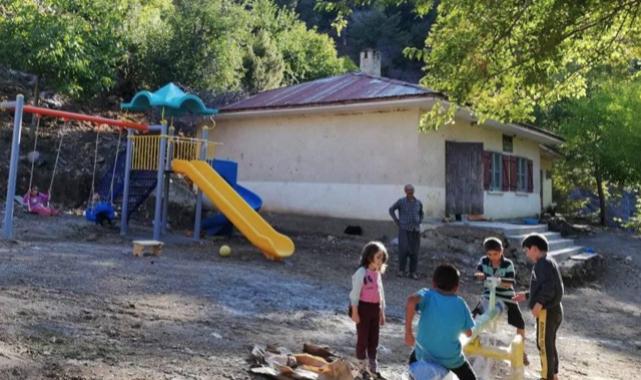 Çocuklara oyun parkı